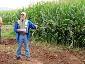Will Brinton speaks about the inportance of soil biology for healthy soils with high yielding crops at theNo-Till Alliance in Pennsylvania last summer